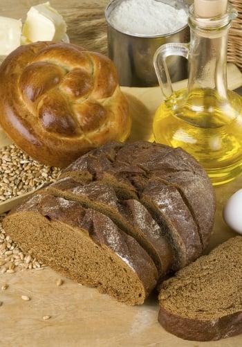 以全穀類麵包搭配油醋的低GI美食。(Photos)