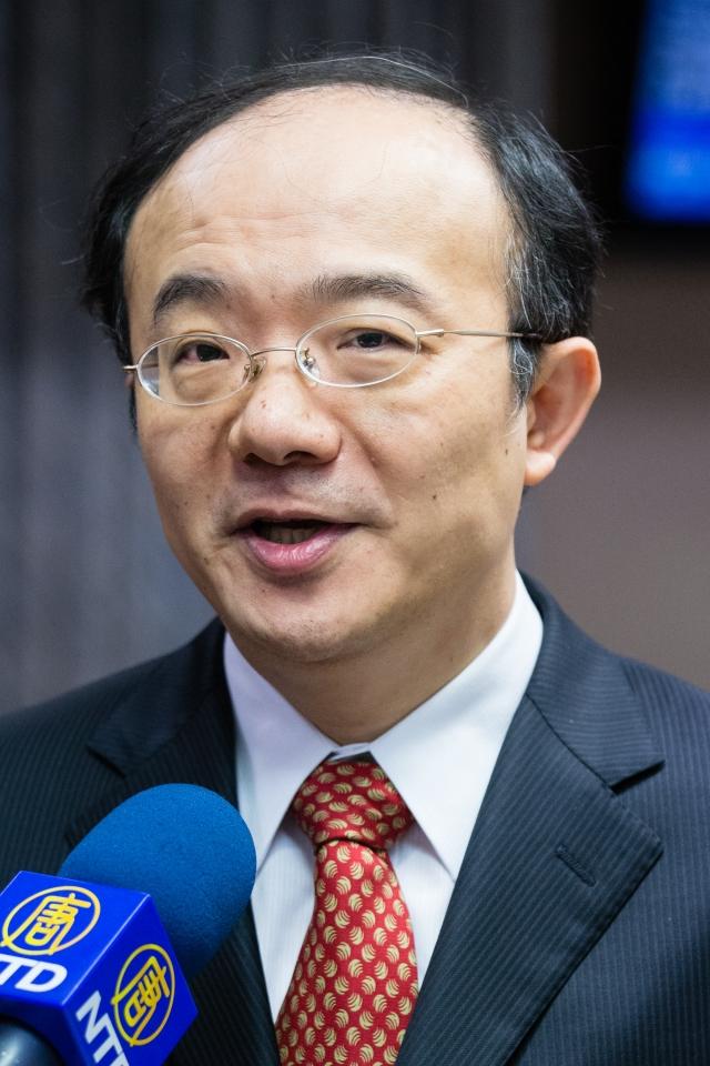 針對新唐人亞太台續約問題,NCC主任委員石世豪表示會調查,若中華電信真違法就可開罰。(記者陳柏州/攝影)