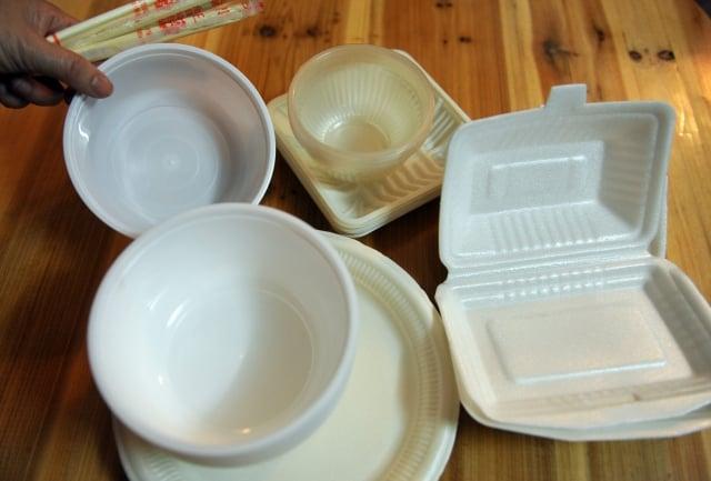 發改委決定,一次性發泡餐具將從「淘汰產品目錄」中刪除,曾被中國禁止14年的一次性發泡塑料餐具1日起正式解禁,將被允許生產使用。 (大紀元資料室 )