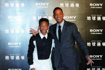 好萊塢明星威爾史密斯(右)與兒子傑登史密斯。(記者羅郁棠/攝影)