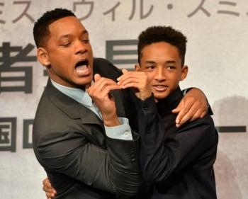 威爾史密斯(左)與兒子在新片《地球過後》飾演父子。(Getty Images)