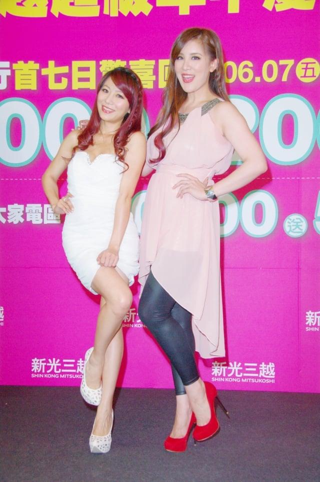 (左起)佩甄和小禎相約購物去。(記者黃宗茂/攝影)