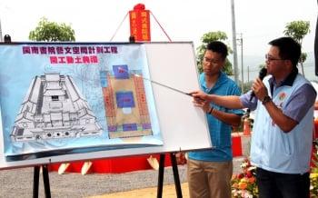 水利城鄉處長楊明鐃做閩南書院工程簡報。(記者許享富/攝影)