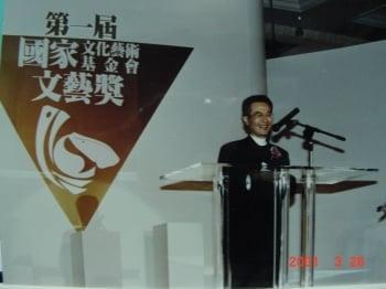 李國修榮獲第1屆國家文藝獎戲劇類得主。(屏風表演班提供)