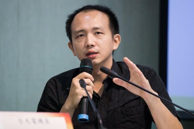 「推動網路中立性立法」發起人楊孝先認為,網路業務若未經思量開放,中國將可決定閱聽人瀏覽的網路內容。(記者陳柏州/攝影)