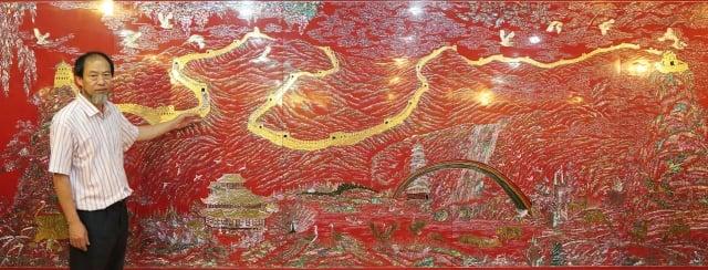 長城的每一塊「磚」都是以純金鑲嵌。(記者全宇/攝影)