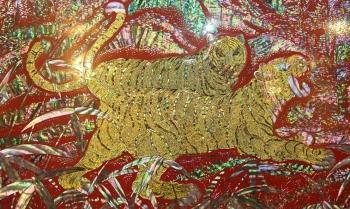 長城邊的考虎每根金色毛髮都是用金絲嵌入。(記者全宇/攝影)