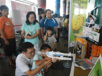 威翰文創自創「科學大玩家」學具產品,已成為全台最具權威的創新學具品牌。(威翰文創提供)