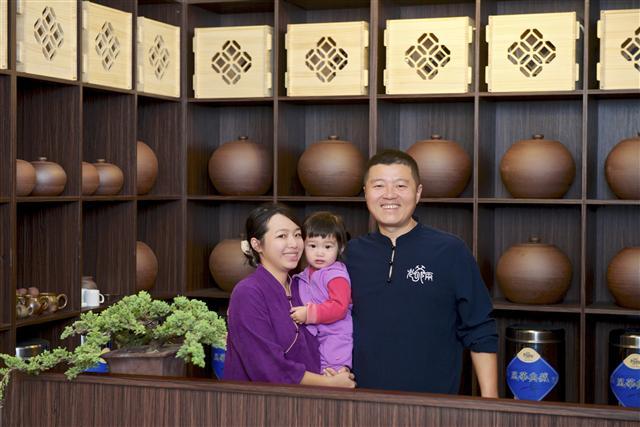 歡迎來喝茶,劉充霈全家福。(老爺兩提供)