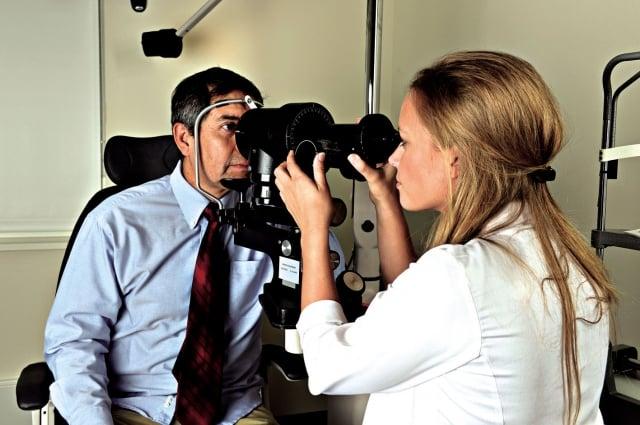 老年性的黃斑部病變,是導致成人眼睛失明或視力障礙的主要原因之一。:抗氧化劑加鋅在降低老年性的黃斑部病變的發展有明顯效果。(Fotolia)