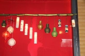 林朝欽的燈龍多用途,照明、裝飾、花器等,很實用。。(記者謝月琴/攝影)