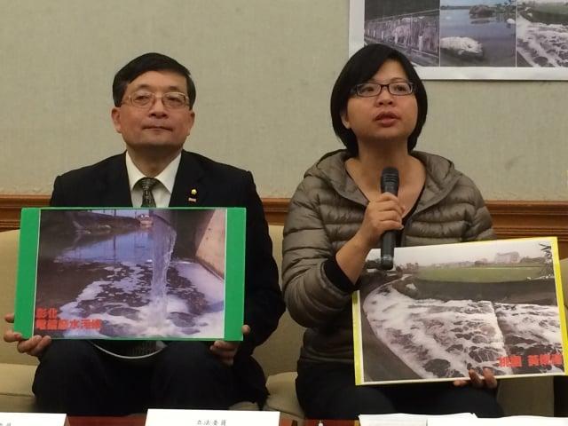 立委李桐豪(左)、林淑芬(右)支持民間版〈水汙染防制法〉修正案。(記者徐翠玲/攝影)
