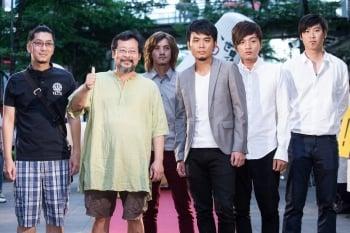 音樂創作人陳明章(左2)和滅火器樂團都反服貿。(記者陳柏州/攝影)