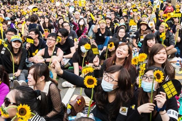 太陽花學運,50萬人上凱道反黑箱服貿。(大紀元)