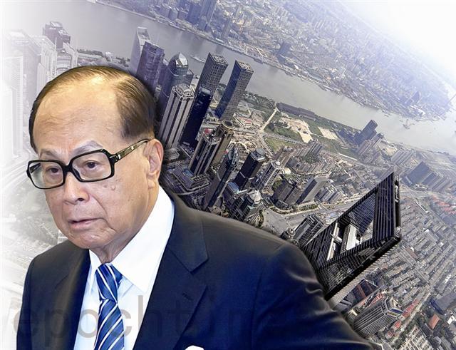 近年李嘉誠父子先後拋售香港及大陸物業,短短1年內,累計已經超過200億元。開始撤離中國,布局海外(大紀元合成圖)
