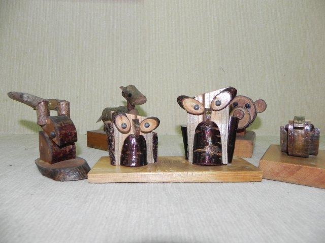 「簡遠海的古早童玩世界」動物作品,造型簡單可愛。(記者蔡上海/攝影)