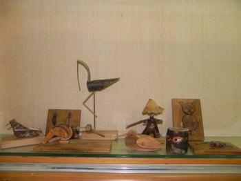 「簡遠海的古早童玩世界」作品,不論人偶、鳥類、昆蟲,都是唯妙唯肖。(記者蔡上海/攝影)