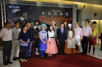 演員們與外交部、荷蘭辦事處代表合影(財團法人台北愛樂文教基金會提供)