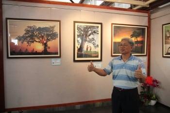 攝影愛好者郭家圖,曾以三春老樹等系列照獲獎並舉辦攝影展。(記者郭益昌/攝影)