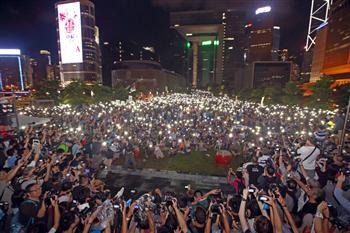 中共背棄香港普選承諾 港人怒吼抗共