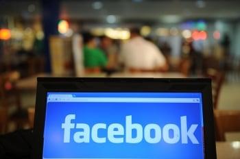 調查顯示,台灣兩成國、高中生疑似網路成癮。(AFP)