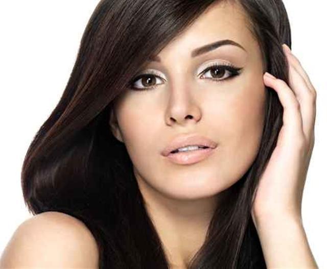 中醫認為,想使白髮變黑髮,不妨通過食療、按摩等方法來實現。(Fotolia)
