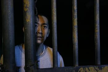 施名帥在《自由人》中詮釋犯人,入木三分。(華聯國際提供)