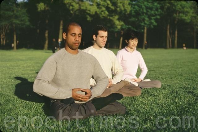 哈佛大學最近研究顯示,簡單的打坐和冥想便可以促進大腦負責學習和記憶以及控制感情和善意的部分增長。(大紀元資料圖片)