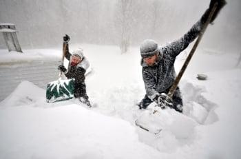 大湖效應釀災 水牛城降雪破紀錄