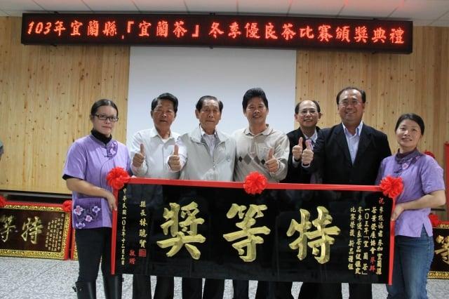 新品種茶組特等獎李振福(左4)(記者郭千華/攝影)