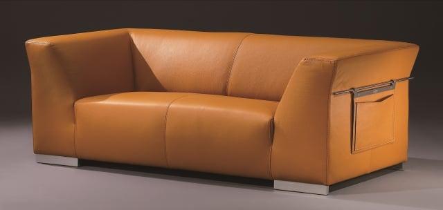 經典的人氣款3人座沙發,溫暖色澤讓人心情愉悅。(LEGEND LIFE系列)(SOFLEX提供)