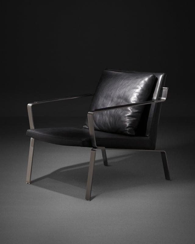 簡練時尚的單人座皮椅。(LEGEND LIFE系列)(SOFLEX提供)