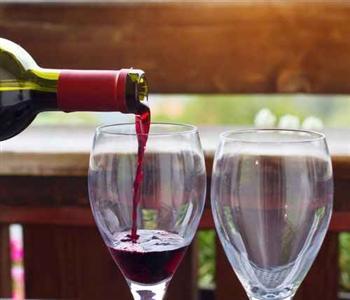 紅酒泡洋蔥驚人療效 特定人群需慎用