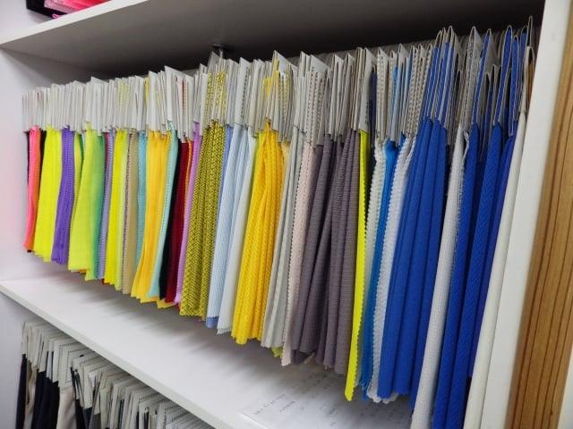 甲乙織造織出來的布料耐磨度高、抗撕裂強度高、爆破程度低、不易勾紗、 布料挺、組織變化多。(甲乙織造提供)
