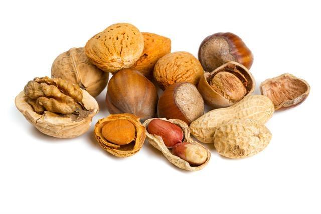 堅果有益健康,但是油脂含量豐富,食用者要小心,不要過量了。(Fotolia)