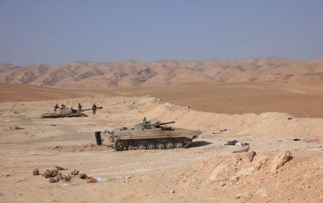 伊斯蘭國與敘利亞政府軍在敘利亞古城巴邁拉附近交火,外界擔心巴邁拉遭摧毀。圖為敘利亞軍隊坦克。(Getty Images)