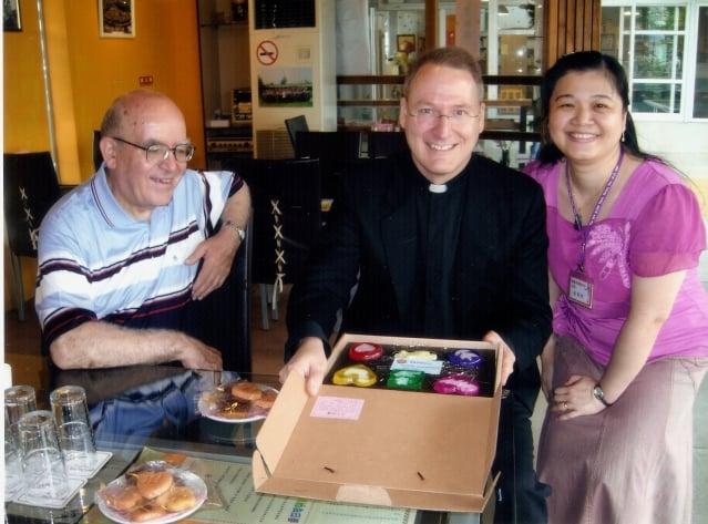 民國98年5月26日,羅馬教廷駐華大使來訪靈醫會。(靈醫會提供)