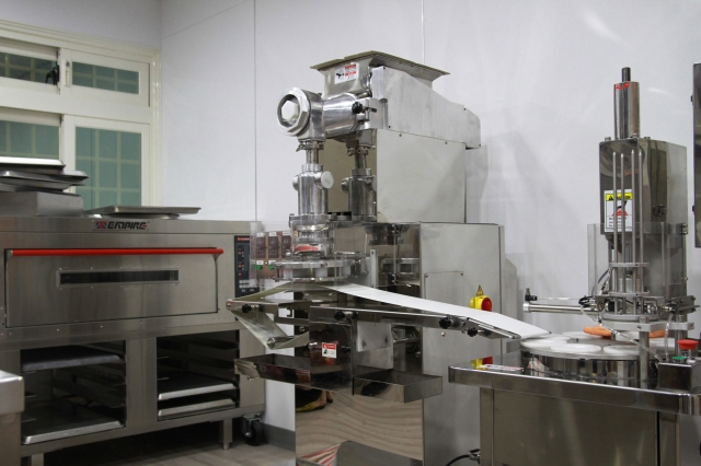 羅曼蒂蛋糕的烘焙設備。(記者許享富/攝影)