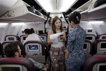 椅背豎直、窗戶打開 坐飛機規定大解密