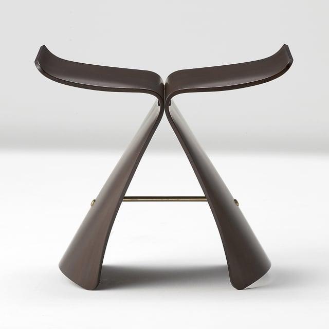 柳宗理1954年作品「蝴蝶凳」,材質為曲木夾板、銅。(Yanagi Design Office提供)