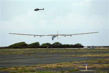 太陽動力2號抵夏威夷 完成歷史性飛航