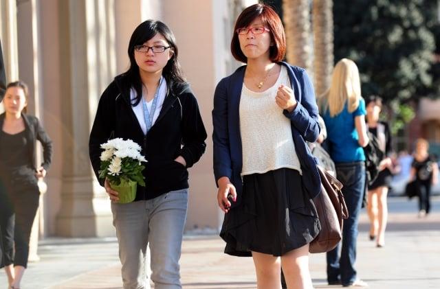 中國人才外流嚴重,近來有科研機構在報紙刊登公告,向滯留國外的人才喊話,指「出國逾期不歸按自動離職處理」。(Getty Images)
