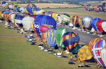433熱氣球同升空 法再破紀錄