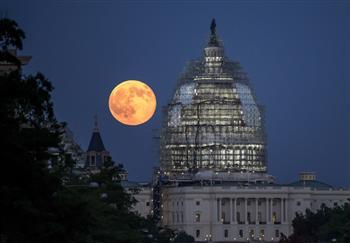 組圖:從紐約到雅典 最美麗的「藍月亮」