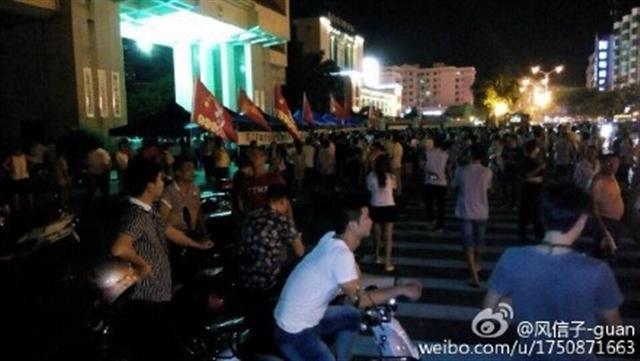 8月19日上午,廣東數百名越戰老兵到陽江市政府維權,與大量警察及政府人員爆發激烈衝突。20多名老兵受傷入院。據悉,全國多省市老兵將趕到陽江聲援,事態將進一步擴大。