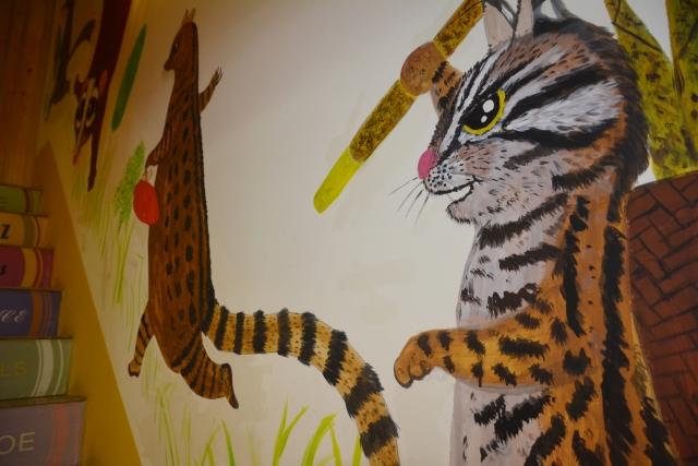 布藍里親食烘焙館彩繪的壁畫,特別把石虎畫下來。(攝影/玫玲)