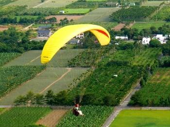 自高空俯視大地 鍾春亨從飛行體悟人生
