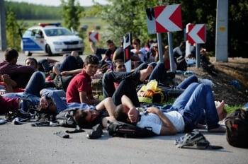 難民大舉入歐 布達佩斯車站如難民營