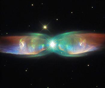 哈伯拍攝美妙星雲 如蝴蝶展翅飛舞太空