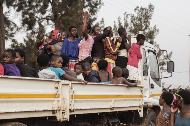 一群少女搭前往參加史瓦濟蘭最著名傳統節慶蘆葦節,不幸發生車禍,已有65名少女喪生。(AFP)